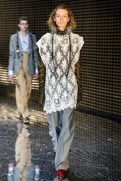 Gucci Fall 2019 Ready-to-Wear Fashion Show - Vogue Gucci Fall 2014, Edgy Dress, Milan Fashion Weeks, Fashion Show Collection, Casual Street Style, Trends, Casual Fall, Vogue Paris, Mannequins