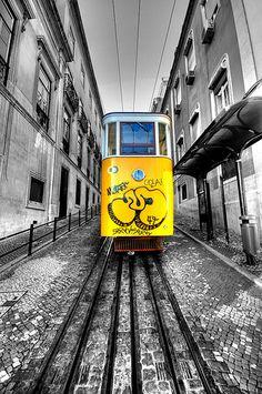 ..we..all..live..in..a..yellow....tram (in Lisbon) | von 5ERG10