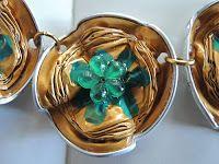 FRANCINE BRICOLE : Collier doré Nespresso à neuf médaillons vaguelettes