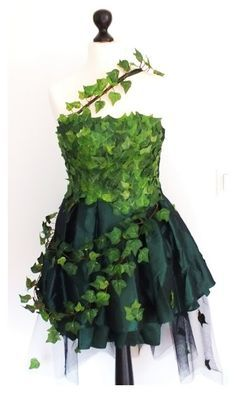 Green Fairy dress, a bit more poison ivy than I'm looking for. Maby a dress for midsummerparty. Green Fairy dress, a bit more poison ivy than I'm looking for. Maby a dress for midsummerparty. Poison Ivy Costume Diy, Poison Ivy Cosplay, Poison Ivy Dress, Diy Costumes, Cosplay Costumes, Halloween Costumes, Green Costumes, Woman Costumes, Couple Halloween