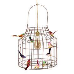 Materiaal: ijzer, 1.5m snoer dat lijkt op touw Inclusief: kooldraadlamp, vintage fitting, 14 vogeltjes en plafondkap  Afmetingen: Ø35 cm x Ø35 cm x 52cm hoog incl. hengsel