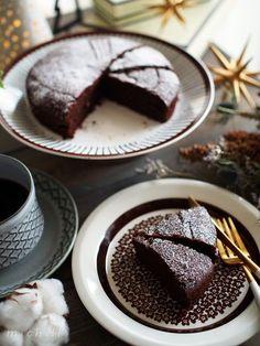 混ぜて焼くだけ!初心者でも絶対失敗なしのチョコレートケーキ | michill(ミチル) Chocolate Fondue, Chocolate Cake, Tea Time, Panna Cotta, Cooking Recipes, Pudding, Sweets, Baking, Ethnic Recipes