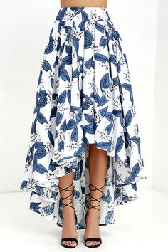 The Tropical Getaway Blue and Ivory Floral Print High-Low Skirt has a bold botanical print across a high-low skirt with hidden tulle. Modest Fashion, Fashion Dresses, Pencil Skirt Outfits, Bohemian Skirt, High Low Skirt, High Skirts, Ladies Dress Design, Dress Skirt, Casual Dresses