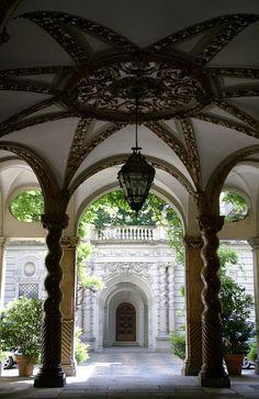 Torino, Via Maria Vittoria--Androne di Palazzo Carpano