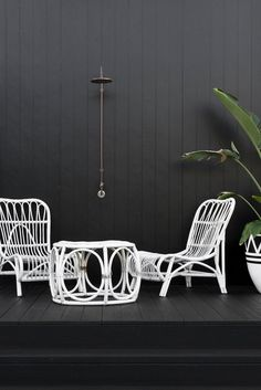 Right from the onset, we are drawn into this stylish home through the dark wooden exterior that sets the tone for the entire abode. The interior is Scandinavian Style, Grafton House, Australia House, Black House Exterior, Home Exterior Makeover, Art Deco Home, Facade House, House Exteriors, Outdoor Rooms