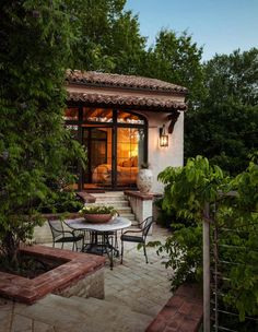 Architectural Details Contemporary Garden Grounds I Patio Porch by Stocker Hoesterey Montenegro Architects ***I like the idea of greenery creating separation from the master bedroom patio Mediterranean Style Homes, Spanish Style Homes, Spanish House, Fachada Colonial, Contemporary Patio, Spanish Revival, Architecture Details, Landscape Architecture, My Dream Home