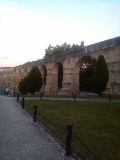 Aqueduto de São Sebastião em #Coimbra construcción romana, que abastecia popularmente a la población...conhecido como os Arcos do Jardim