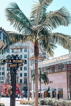 Wont you take me to funky town? Hit up Rodeo Drive Beverly Hills Los Angeles. This Hollywood Hotspot cant afford to be missed when visiting California! Beach Aesthetic, City Aesthetic, Travel Aesthetic, Aesthetic Vintage, Aesthetic Girl, Aesthetic Grunge, Bedroom Wall Collage, Photo Wall Collage, Picture Wall