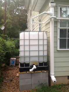 Rainfall and snow in your backyard landscaping – Greenhouse Design Ideas Rainwater Harvesting System, Natural Farming, Water Collection, Water Storage, Water Conservation, Water Systems, Save Water, Backyard Landscaping, Landscape