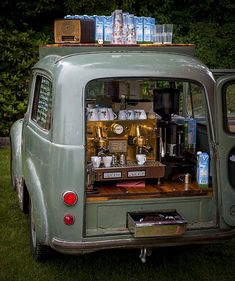 bread truck for coffee stand Café Mobile, Mobile Cafe, Food Trucks, Café Vintage, Foodtrucks Ideas, Coffee Food Truck, Bar Deco, Espresso Love, Espresso Coffee