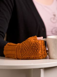 Free fingerless mitten knitting pattern - gonna try it!