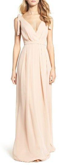 Women's Monique Lhuillier Bridesmaids Sleeveless Deep V-Neck Chiffon Gown