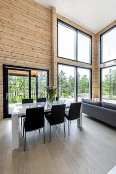 Realise a healthy and ecological Scandinavian style house with solid wood. Get inspired by contemporary designs and plan your dream home! Modern House Design, Modern Interior Design, Interior Design Living Room, Kitchen Interior, Log Home Decorating, Decorating Kitchen, Log Home Kits, House Rooms, Log Homes