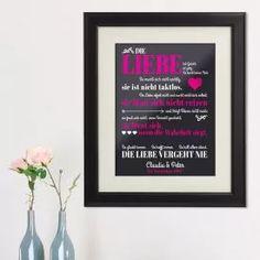 Liebe vergeht nie - personalisiertes Bild via: www.monsterzeug.de Erfreue deinen Schatz und zeige ihm wie wichtig er für dich ist. Das elegante, gerahmte Wandbild mit Liebesdefinition hilft dir dabei.