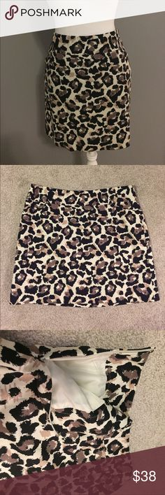 """LOFT: Cheetah Pencil Skirt Beautiful cheetah print skirt, measures 16"""" in length, has little pockets on the front and zips up the side. LOFT Skirts Pencil"""