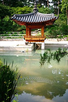 Garden in korea. Korean Traditional, Traditional House, Architecture Old, Korean Beauty, South Korea, Great Places, Big Ben, Gazebo, Beautiful Pictures