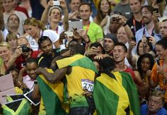 #UsainBolt, Johan Blake e Warren Weir celebrano l'oro l'argento e il bronzo giamaicani. #Olympics #London2012