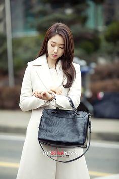 Park Shin Hye | [CAPS] Pinocchio Korean Actresses, Korean Actors, Park Shin Hye Pinocchio, Korean Tv Series, Korean Girl Fashion, Asian Fashion, Women's Fashion, Romantic Princess, Best Kdrama