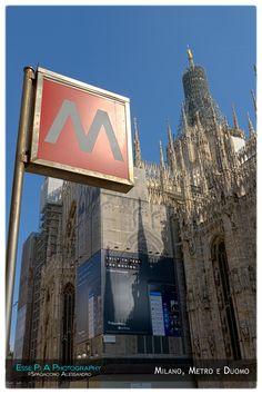 Milano ed i suoi simboli. La M della metropolitana e la madonnina del Duomo.