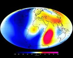 Changes measured by the Swarm satellite over the past 6 months shows that Earth's magnetic field is weakening. Areas in blue show weakening, red shows strengthening. It appears that the magnetic North Pole is now moving to Siberia. Earth Science, Science And Nature, Champs, Siberia, Earth's Magnetic Field, Polo Norte, Electromagnetic Field, Scientific American, New Earth