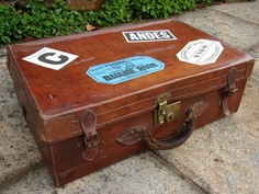 c1910 ANTIQUE VINTAGE THICK LEATHER SUITCASE TRAVEL LUGGAGE BAG WITH BRASS LOCK