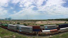 Difícil de cuantificar el impacto económico en el servicio de transporte en Michoacán; de continuar la misma situación, la naviera Maersk Line tomará como ruta alternativa el Puerto de Manzanillo, ...