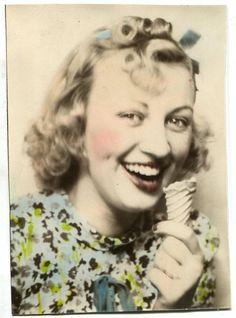 Hand tinted, ice cream cone munching vintage photo booth fun. #1940s #photo_both #hair