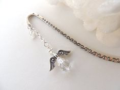 Angel Bookmark Guardian Angel Bookmark by PNLJewelryDesigns Wire Bookmarks, How To Make Bookmarks, Beads And Wire, Metal Beads, Book Making, Great Gifts, Angel, Charmed, Rosaries