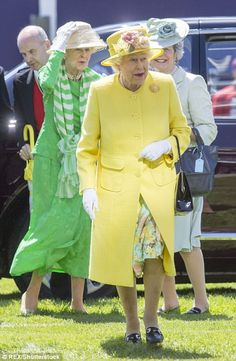 The Queen arrives at Epsom in Surrey amid tight security | Daily Mail Online