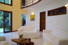 Inside of Villa Cacau. There is a kitchen, 4 bedrooms with dressing room and bathroom and a bright living room.