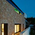 Casa Ibiza Pavilion: juego en blanco y piedra para mirar al mediterráneo.