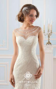 """Свадебное платье прямого покроя для утонченной натуры! Главным акцентом является оригинальная вышивка декольтированной части платья, напоминающая """"Подвески королевы"""". Свадебное платье Naviblue 13039"""
