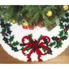 Holiday Wreaths, Holiday Decor, Latch Hook Rug Kits, Holly Wreath, Rug Yarn, Holly Berries, Holly Leaf, Rug Hooking, Christmas Crafts