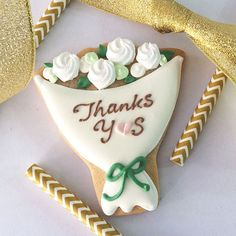 antique white bouquet icing cookie