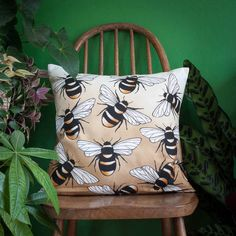 Jessica Wilde Busy Bumble Bee Printed Throw Cushion | 100% Cotton #ad #bee #bees