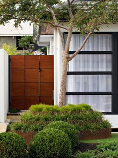 contemporary-wooden-garden-gates-uk screenshot 5