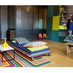 This links to a french site that details how to DIY the colourful couch on wheels... in french. But whatever, it's still really cute!