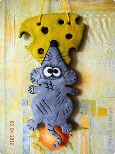 Polymer Clay Crafts, Felt Crafts, Diy And Crafts, Felt Ornaments, Christmas Ornaments, Clay Cats, Baking Clay, Dragonfly Art, New Years Decorations