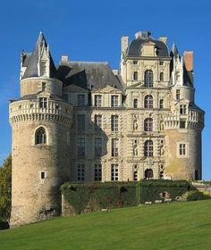 Château de Brissac s-media-cache-ak0.pinimg.com