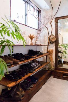 古きを生かしてリノベした、築43年のマンション暮らし(千葉県松戸市)|みんなの部屋 | ROOMIE(ルーミー) Room Interior, Interior Design, Sweet Home, Entry Way Design, Diy Wall Shelves, Simple Furniture, Japanese House, Home And Deco, New Room