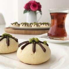 Çikolatalı Yanardağ Kurabiyesi Iftar, Mediterranean Recipes, Panna Cotta, Berries, Food And Drink, Pudding, Bread, Cookies, Baking