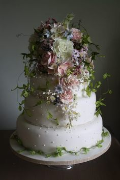 Amy Swann Wedding cake topped with stunning flowers. Gorgeous Cakes, Pretty Cakes, Cute Cakes, Bolo Floral, Floral Cake, Amazing Wedding Cakes, Amazing Cakes, Wedding Cake Inspiration, Wedding Ideas