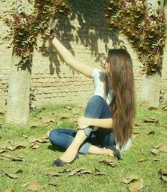 Selfie Girls Dp Stylish, Trendy Girl, Cute Girls, Hidden Face Dpz, Girl Hiding Face, Pakistani Wedding Outfits, Stylish Dpz, Cute Girl Photo, Beautiful Girl Image