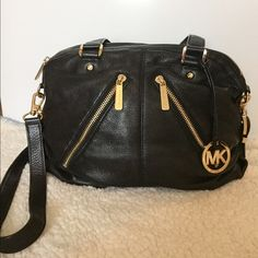 Michael Kors Black & Gold Handbag Bedford Gorgeous black leather Michael Kors handbag with gold zippers. Shoulder strap included. The bag is in great condition! Contact me for further questions ❤️ Michael Kors Bags Shoulder Bags