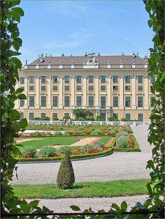 Château et parc de Schönbrunn,Vienna , Austria. Can't wait to visit in August..