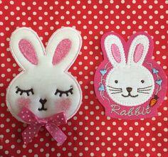 可愛いウサギちゃんアップリケ  AP032 (左)ラインストン付きウサギちゃん 400円  H8xW7   AP0826(右) rabbit 350円 H8xW6.5