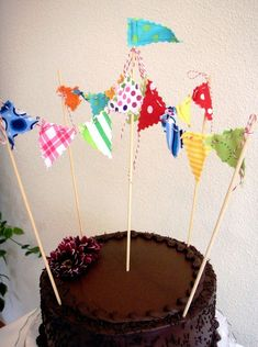 Inspiration: cake bunting that looks like a circus tent. This is done with fabric, but I could also use washi tape.