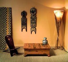 une lampe sur pied élégante en bois dans le style africain