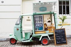 For the cook and food stylist, cooking is a process in motion. Creative, happy and convener Menu Mobile, Mobile Food Cart, Mobile Cafe, Mobile Shop, Food Cart Design, Food Truck Design, Cafe Interior Design, Cafe Design, Food Gifts For Men