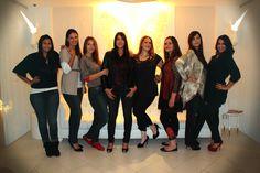L'équipe de choc des finalistes du casting Brigitte Models pose dans le hall de l'hôtel (Vice Versa by Chantal Thomass). De gauche à droite : Maeva, Amarylis, Sara, Bénédicte, Charlotte, Sabrina, Jennifer et Zineb!